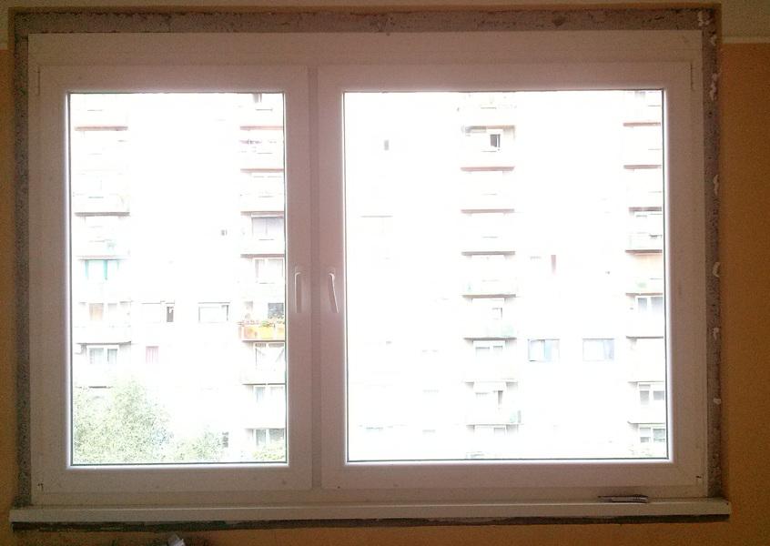 Kétszárnyú műanyag ablak panelban