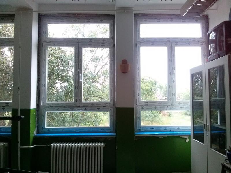 Távnyitó ablakos műanyag nyílászáró