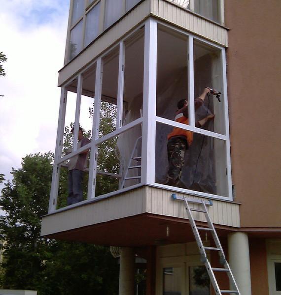 Erkély beépítés műanyag ablakkal