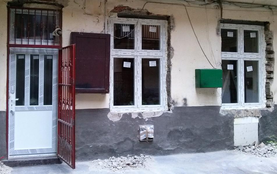 8ker ablakcsere, ajtócsere